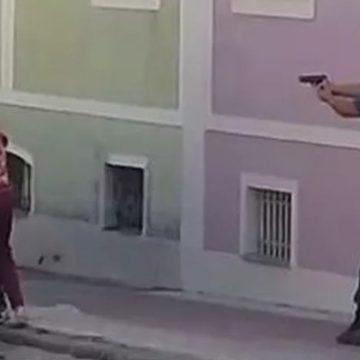 Vídeo: idosa é feita refém por assaltante, mas é salva pela PM-RJ