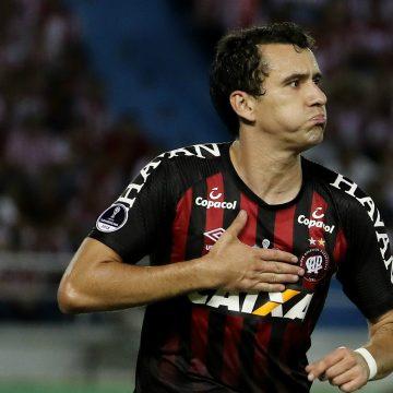 Flamengo aumenta proposta e se aproxima de acerto para comprar atacante Pablo, do Athletico Paranaense