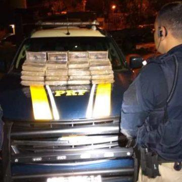PRF prende homem com drogas na suspensão de caminhão em Itaguaí