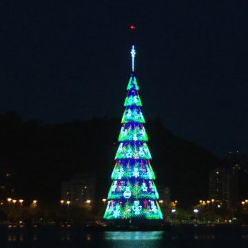 Árvore de Natal da Lagoa, no Rio, é inaugurada com festa e show pirotécnico