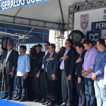 Bolsonaro participa da inauguração de colégio militar que leva nome de seu pai