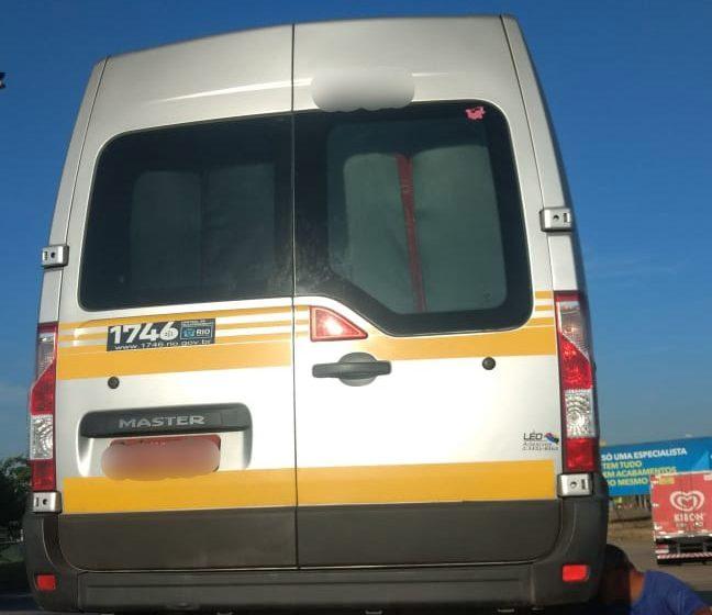 Fiscais da prefeitura removem 38 vans na Zona Oeste