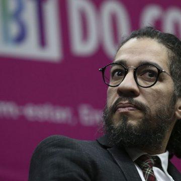 Jean Willys afirma que deixará o mandato de deputado federal e sairá do Brasil