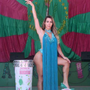 Patrícia Souza é a 1ª musa trans da Mangueira