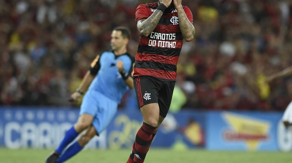primeira derrota de um bagunçado Flamengo escancara necessidade de Abel definir time