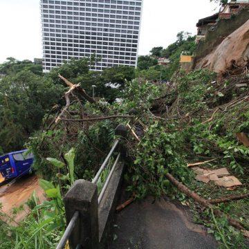 Tempestade deixa 6 mortos na capital do  Rio e um rastro de destruição em todo o Estado