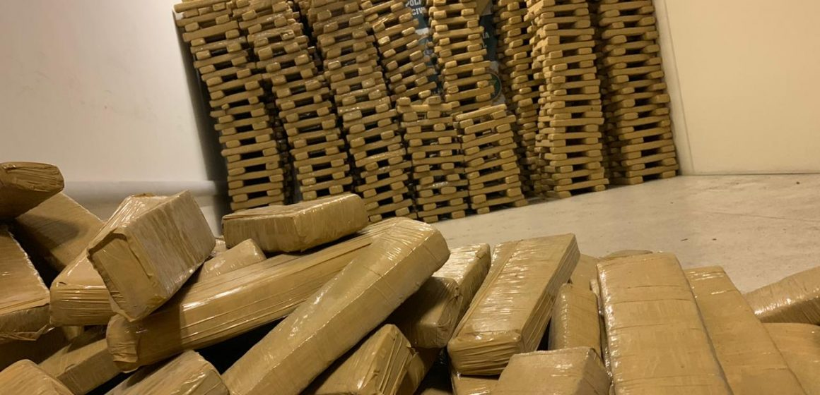 Polícia Civil apreende 2 toneladas de maconha vindas do Paraguai com destino para o Complexo do Alemão