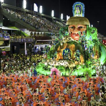 Mangueira é campeã do carnaval carioca com o avesso da História do Brasil