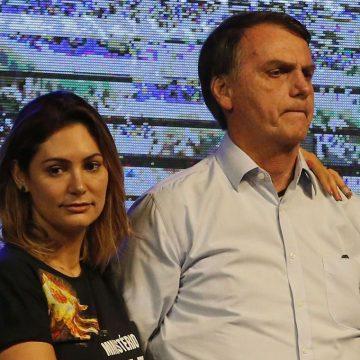 Em meio à crise, Bolsonaro vai ao cinema ver filme sobre 'milagre da fé'