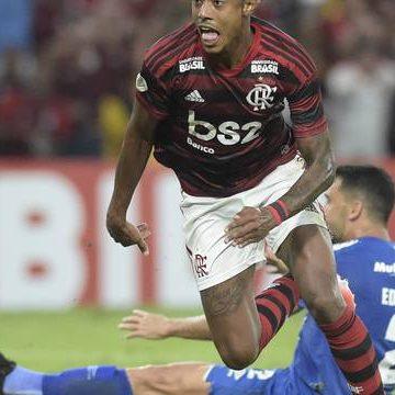 Com dois gols de Bruno Henrique e festa para Juan, Flamengo quebra invencibilidade do Cruzeiro