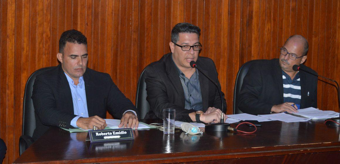 Câmara de Mesquita reduz  de 3 para 1  número de cargos de assessores nos gabinetes dos vereadores
