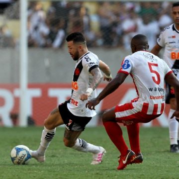 Vasco vence o Bangu por 2 a 1 e volta a fazer uma final do Carioca com o Flamengo após cinco anos