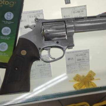 Assalto a loja no centro de Nova Iguaçu termina com três presos e um suspeito ferido
