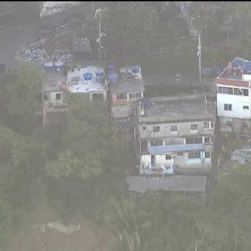Prefeitura do Rio começa a demolir casas interditadas no alto do Vidigal