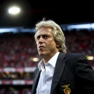 Considerado favorito, técnico português nega oferta do Flamengo
