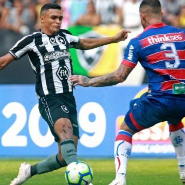 Alex Santana sai do banco e garante vitória do Botafogo sobre o Fortaleza