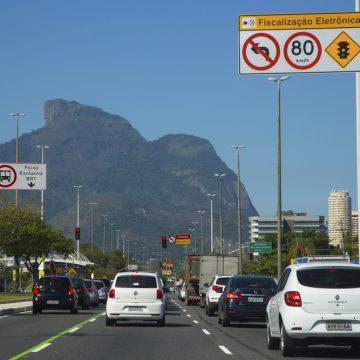 Detran-RJ libera licenciamento anual para carros com finais de placa 3 e 4