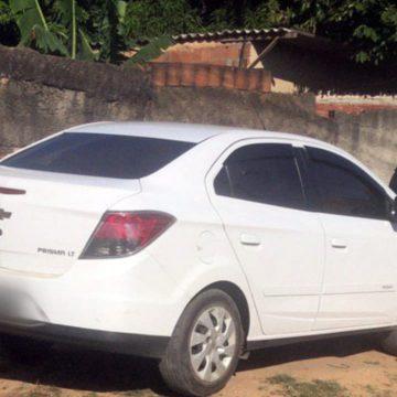 Dupla é presa em Nova Iguaçu com carro roubado