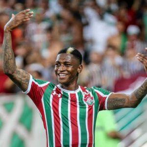 Torcida do Grêmio chama jogador do Fluminense de 'macaco' e revolta Web
