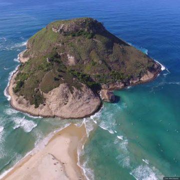 Cerveja Corona realiza limpeza de praia na Semana dos Oceanos