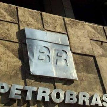 Petrobras reduz em 7,2% o preço da gasolina, e Bolsonaro compartilha em sua conta no Twitter