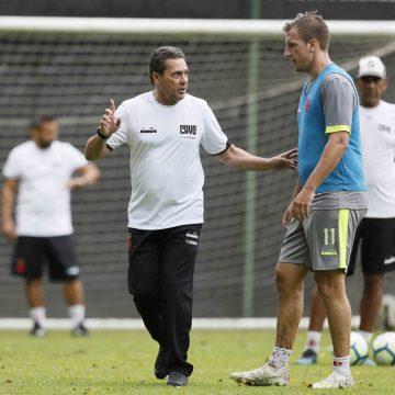 Afastado para perder peso, Maxi López pede rescisão e deixa o Vasco