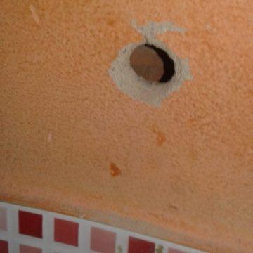 PMs são atacados a tiros em lanchonete de Belford Roxo e duas pessoas ficam feridas
