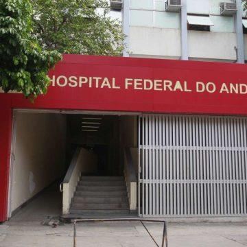 Parte do teto do CTI do Hospital do Andaraí desaba