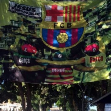Cemitério da Cacuia é decorado com bandeirão para enterro de Guarabu e aliados