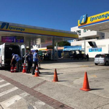 Operação lacra bombas de combustíveis em postos de Jacarepaguá e Barra