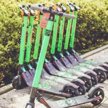 Deputados aprovam lei que exige prova no Detran para usuários de patinetes elétricos