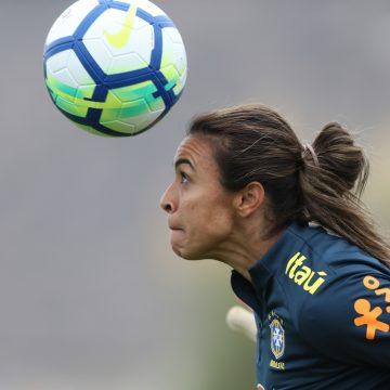 Marta não se recupera e desfalca Brasil na estreia da Copa do Mundo