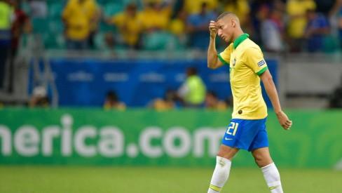 Com caxumba, Richarlison está fora da viagem da seleção para semifinal em Belo Horizonte
