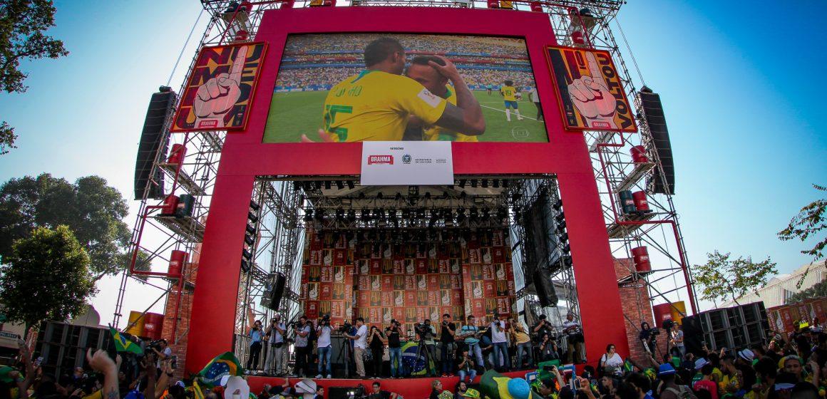 Arena Nº1 Brahma une a torcida na Praça Mauá para curtir a transmissão da Copa América 2019