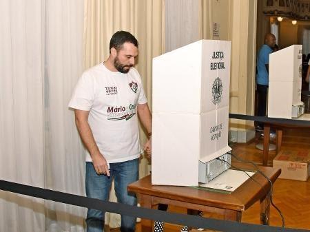 Mario Bittencourt vence eleição no Fluminense e Celso Barros volta ao clube