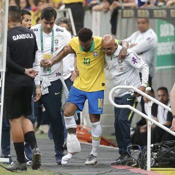 Após lesão em amistoso, Neymar é desconvocado da Seleção para a Copa América
