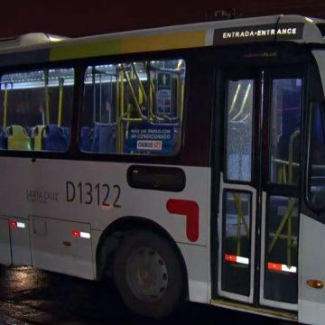 Mulher morre e outras duas pessoas são baleadas em assalto a ônibus no Campinho