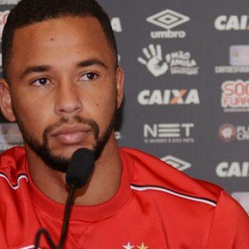 Meia ex-Athletico-PR entra na mira e pode reforçar o Flamengo