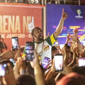 Samba e muita animação marcam o primeiro dia de Arena N°1 Brahma, na Praça Mauá