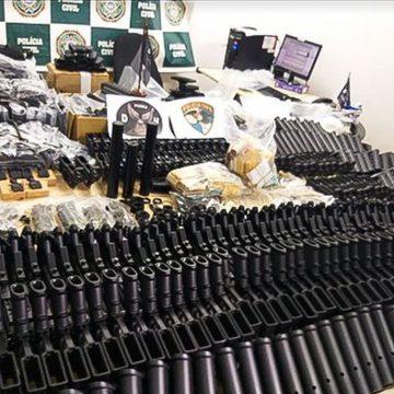 Justiça liberta amigo de Ronnie Lessa que tinha peças de armas em casa