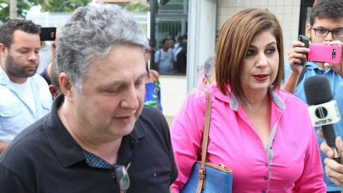Justiça determina bloqueio de R$ 18 milhões de Garotinho e Rosinha