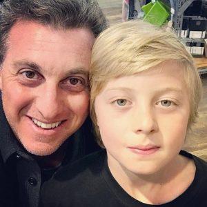 Filho de Luciano Huck teve traumatismo craniano e segue sem previsão de alta