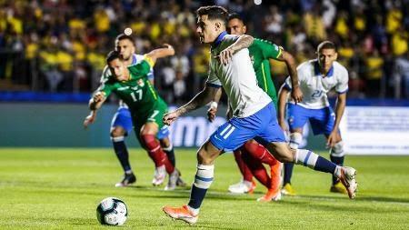 Brasil faz três e vence Bolívia em estreia