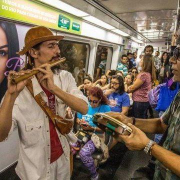 Justiça proíbe artistas de rua no metrô, após ação de Flávio Bolsonaro