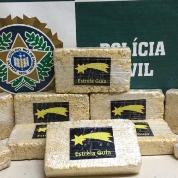 Polícia prende mulher que trazia cocaína fornecida pelo PCC para favela de Caxias