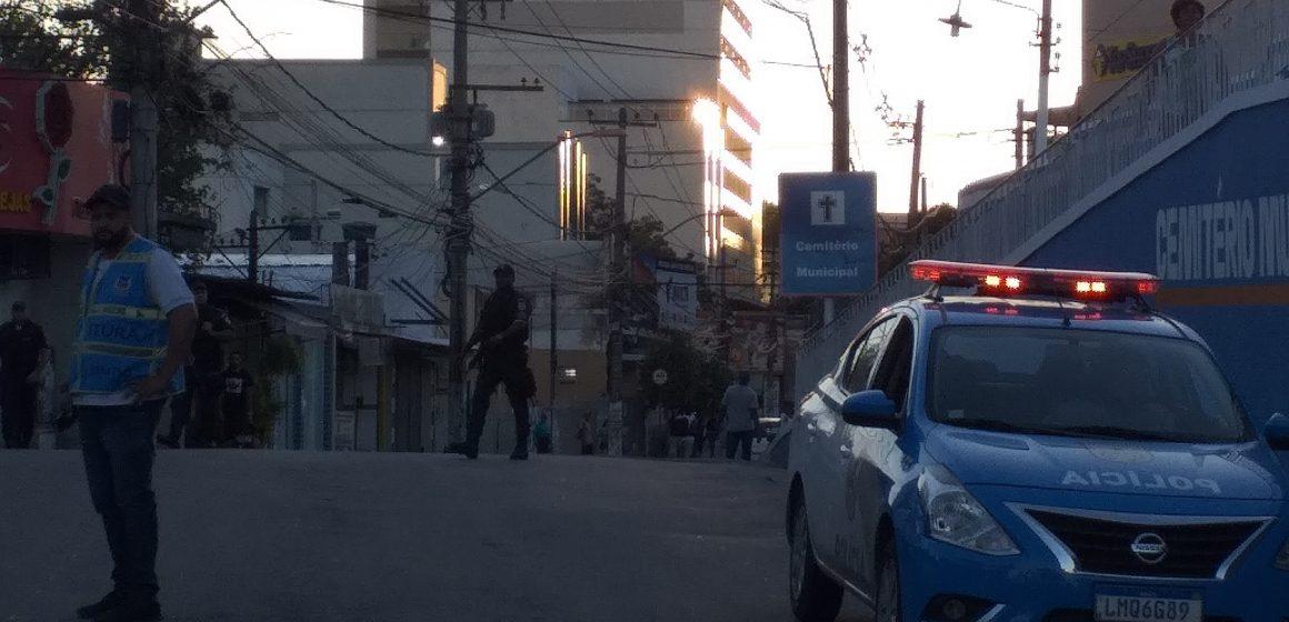 Obra e manifestação embola trânsito em Nova Iguaçu