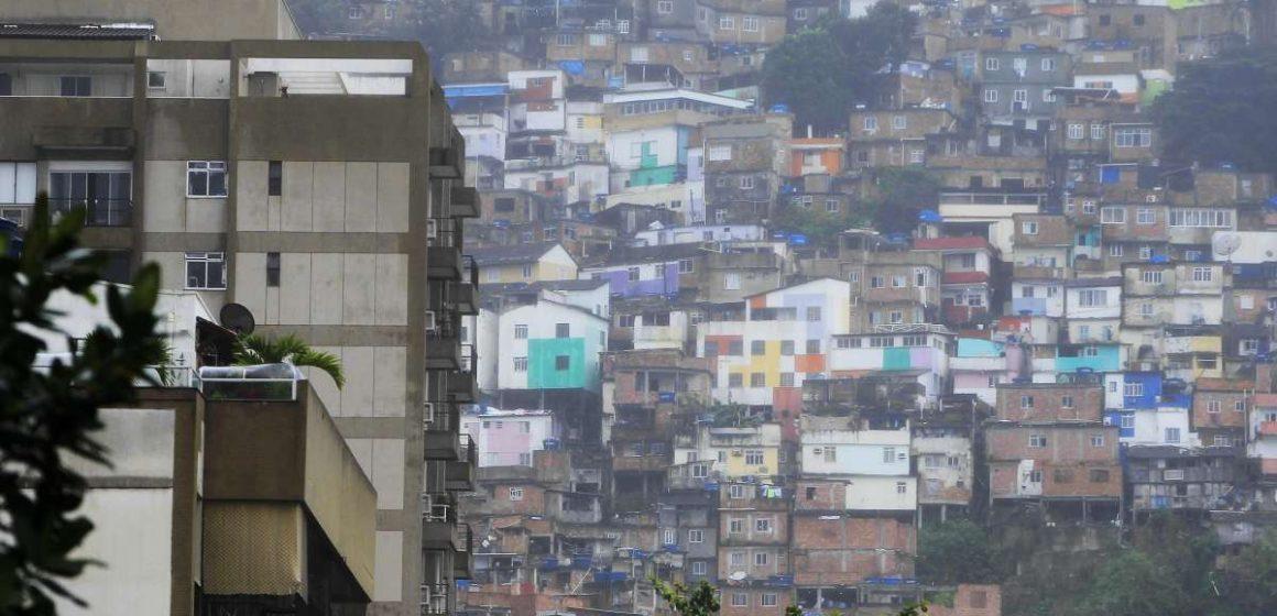 Policiais e criminosos entram em confronto no Morro Dona Marta, em Botafogo