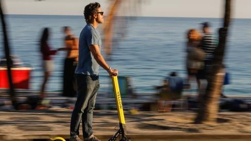 Prefeitura do Rio regula as patinetes elétricas; em casos de acidentes, empresa poderá ser multada em até R$ 20 mil