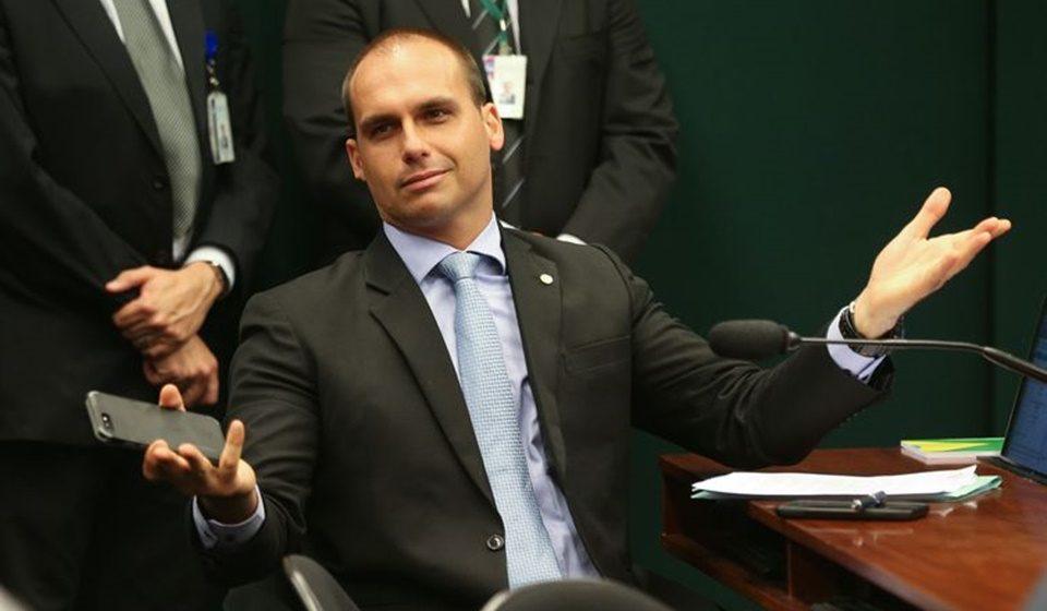 Bolsonaro é intimado a dar explicações sobre indicação do filho Eduardo Bolsonaro a embaixador do Brasil nos EUA