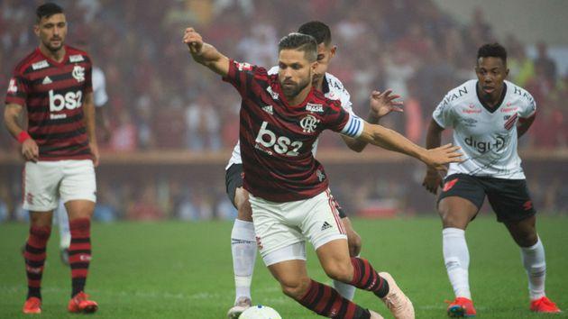 Deu Furacão! Santos pega dois pênaltis, e Athletico-PR elimina o Flamengo diante de quase 70 mil flamenguistas